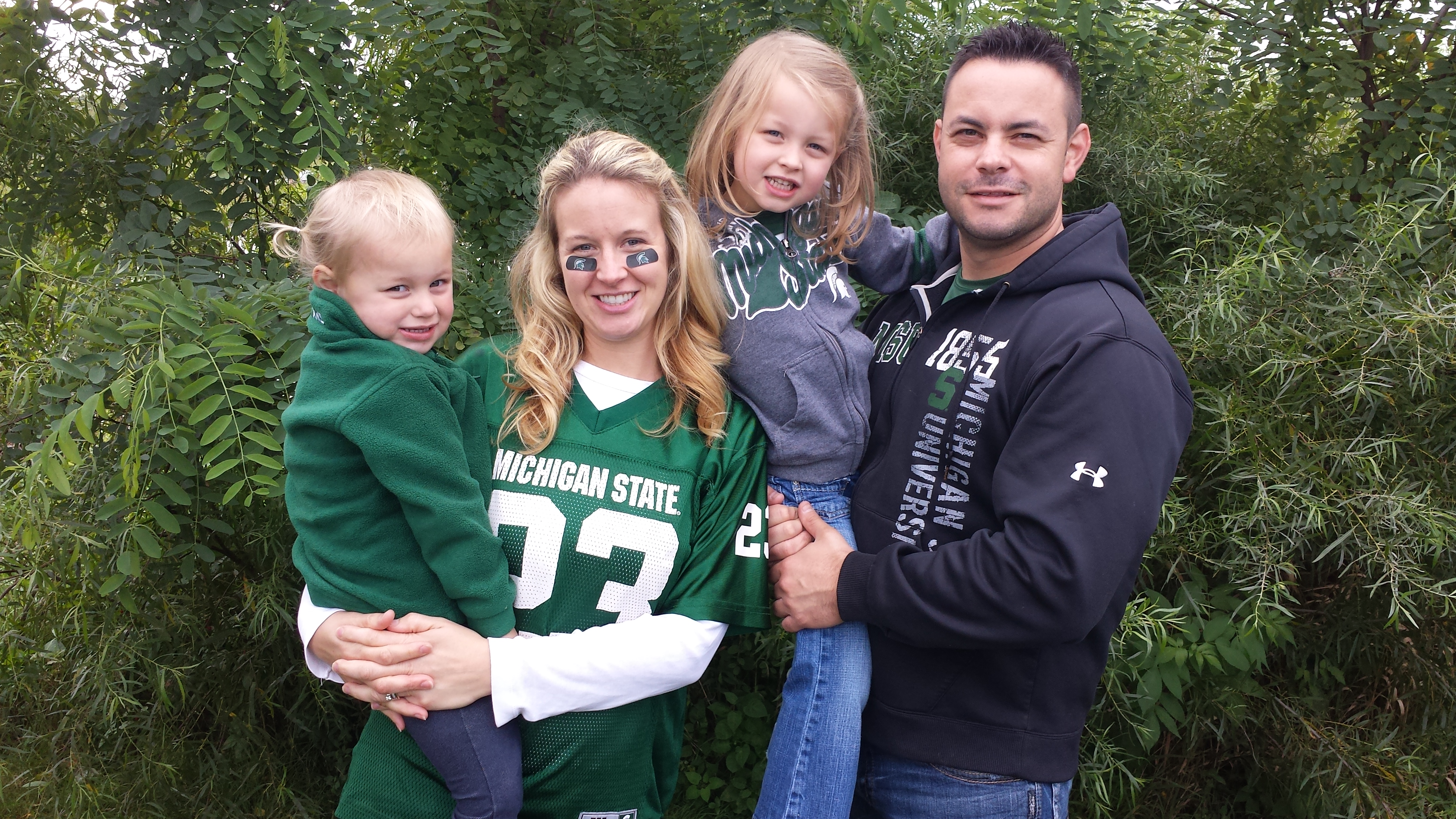 Photo of Nicole Thompson and her family
